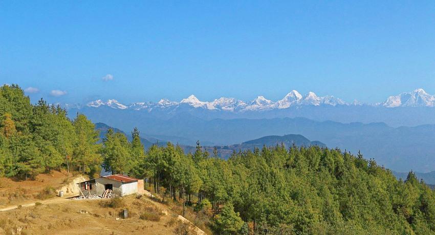 Hiking-in-Chisapani-Nepal