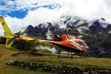 Helicopter tour to Everest