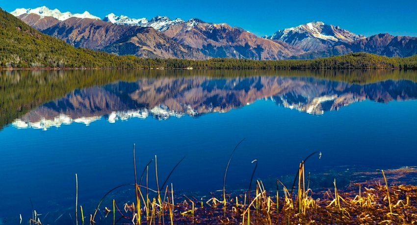 Trekking-in-rara-lake